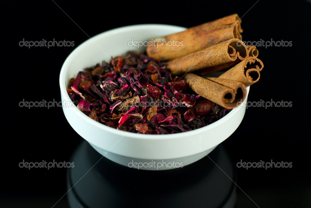Dried  hibiscus with cardamon on the black — Stock Photo #8527058