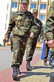 En las calles de slutsk. ciudadanos en las vacaciones. — Foto de Stock