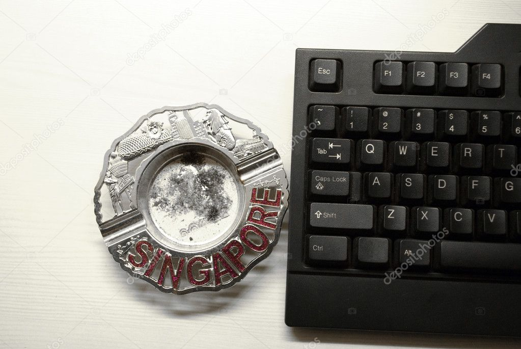 Computer keyboard and ash tray — Stock Photo #10147823