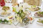 Flower Arrangement on the serving table — Stock Photo