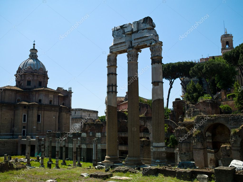 Arch antique statues in Rome, Italy — Stock Photo #9210674