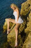 Girl on the rocks — Stock Photo