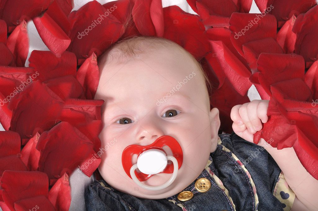 The baby's face with the red dummy — Stock Photo #8061574