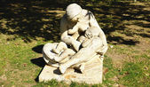 Sculpture of a mother with his son — Stock Photo