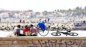 Völker, Hunde und Fahrräder — Stockfoto
