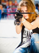 The girl on the street with a crossbow — Stock Photo