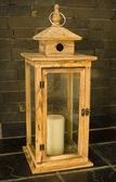 Jaula decorativa de madera con vela — Foto de Stock