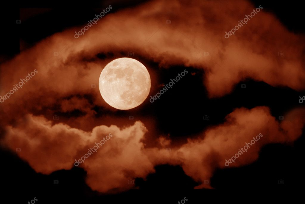 Full moon over dark sky with. — Stock Photo #9520822