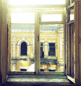 A window in an abandoned house — Stok fotoğraf