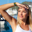 Beautiful teen girl sailing — Stockfoto