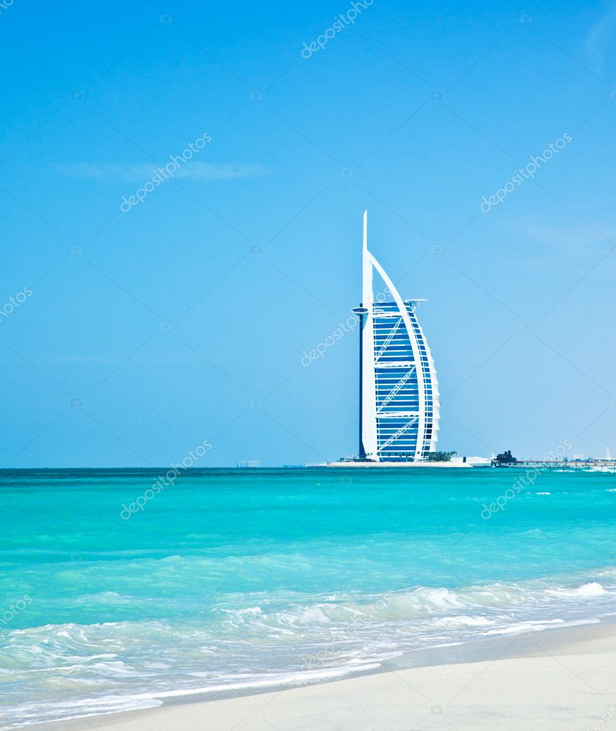 DUBAI,UAE-Nov.21:Burj Al Arab - at 321m second tallest hotel in the world, luxury hotel stands on an artificial island,Nov.21,2009 Jumeirah beach, Dubai,United Arab Emirates — Stock Photo #10266874