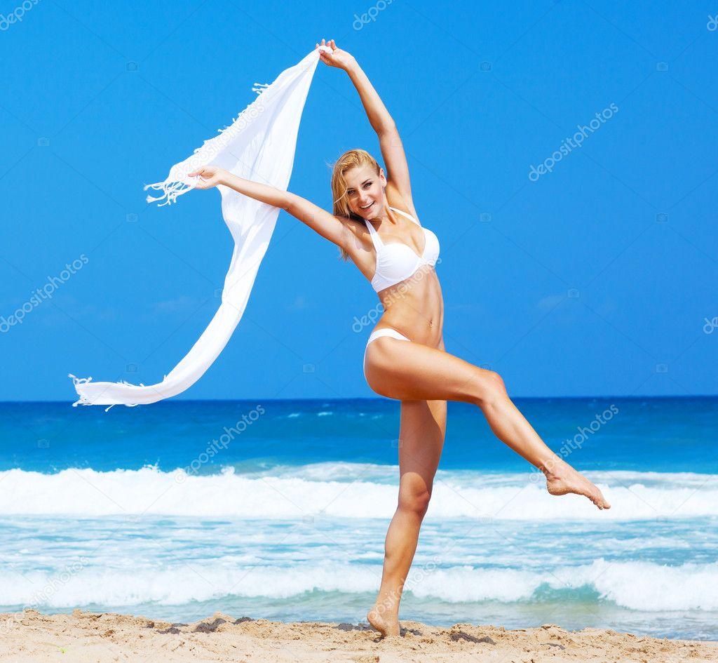 Тёлка на пляже фото 27 фотография