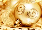 Ornamento del árbol de navidad dorado — Foto de Stock