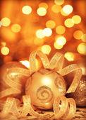 Gyllene grannlåt julgran prydnad — Stockfoto