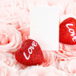 Beautiful pink roses with gift card & hearts — Stockfoto