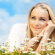 Beautiful woman enjoying daisy field and blue sky — Stock Photo #9314840