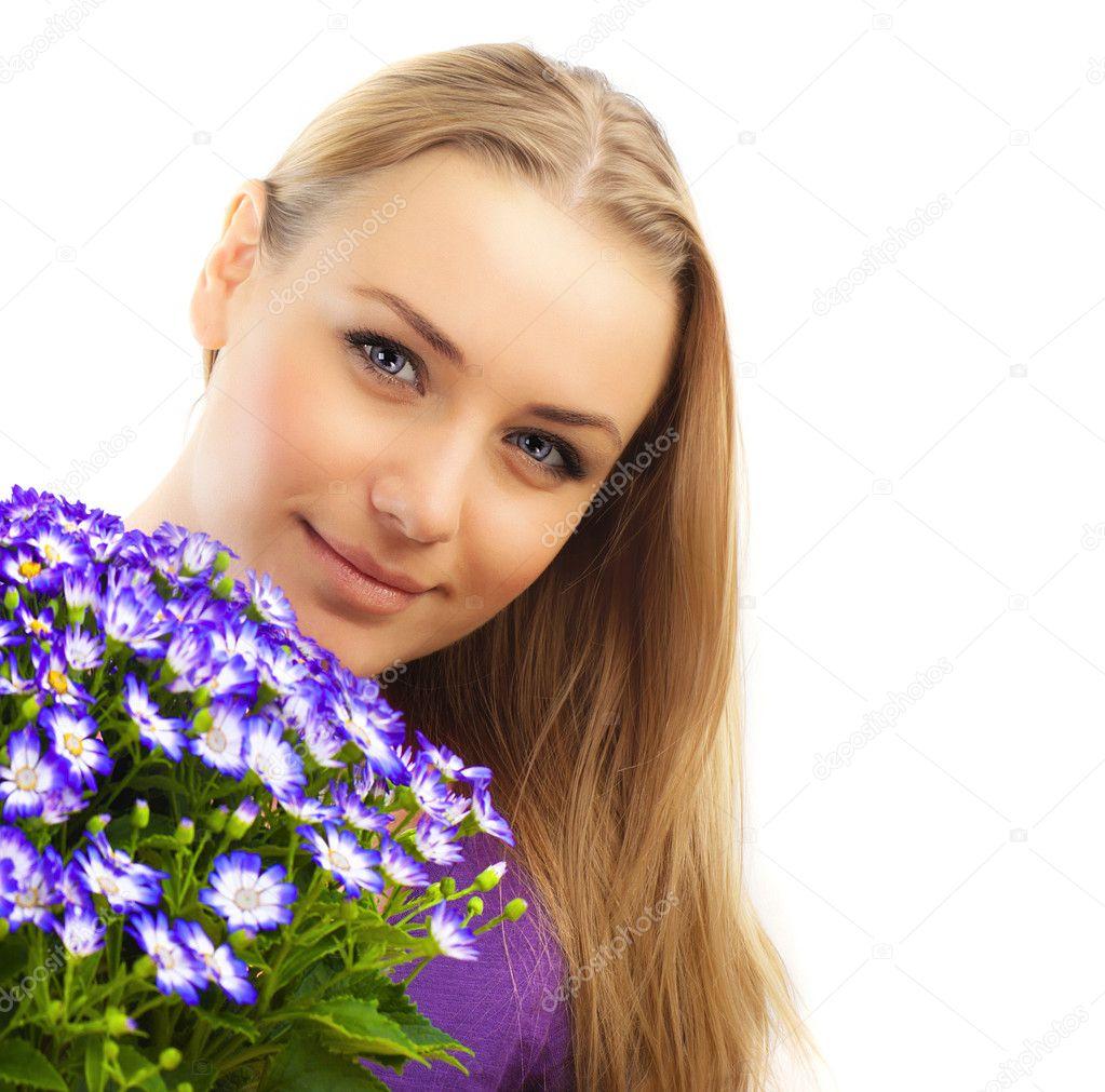 Фото женщины с цветами в городе