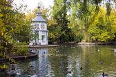 Zakochać się w jezioro marmurowa świątynia — Zdjęcie stockowe