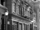 Old buildings typical of the early 1920s and 1930s in the United — Stock Photo