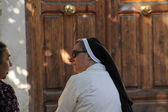 Madrid- AUG 15: Catholic nun talking on the street on Aug 15, 20 — Stock Photo
