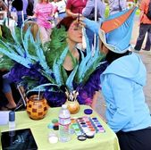 Face Painting by Cirque du Soleil at Ghirardelli Square chocolate festival — Stock Photo