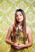 Азиатские индийский брюнетка красивая девушка с длинными волосами — Стоковое фото