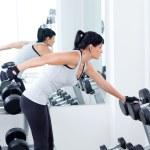 kobieta z wagi sprzęt treningowy na siłowni sportu — Zdjęcie stockowe #8510768