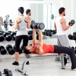 Gruppe von in Sport Fitness Gym-Gewicht-training — Stockfoto