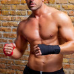 Muskel-Boxer geformt Mann mit Faust-Verband — Stockfoto