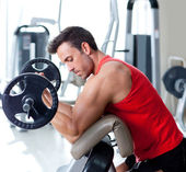 Man with weight training equipment on sport gym — 图库照片