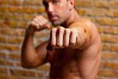 肌肉拳击手形摄像机的男人拳头 — 图库照片