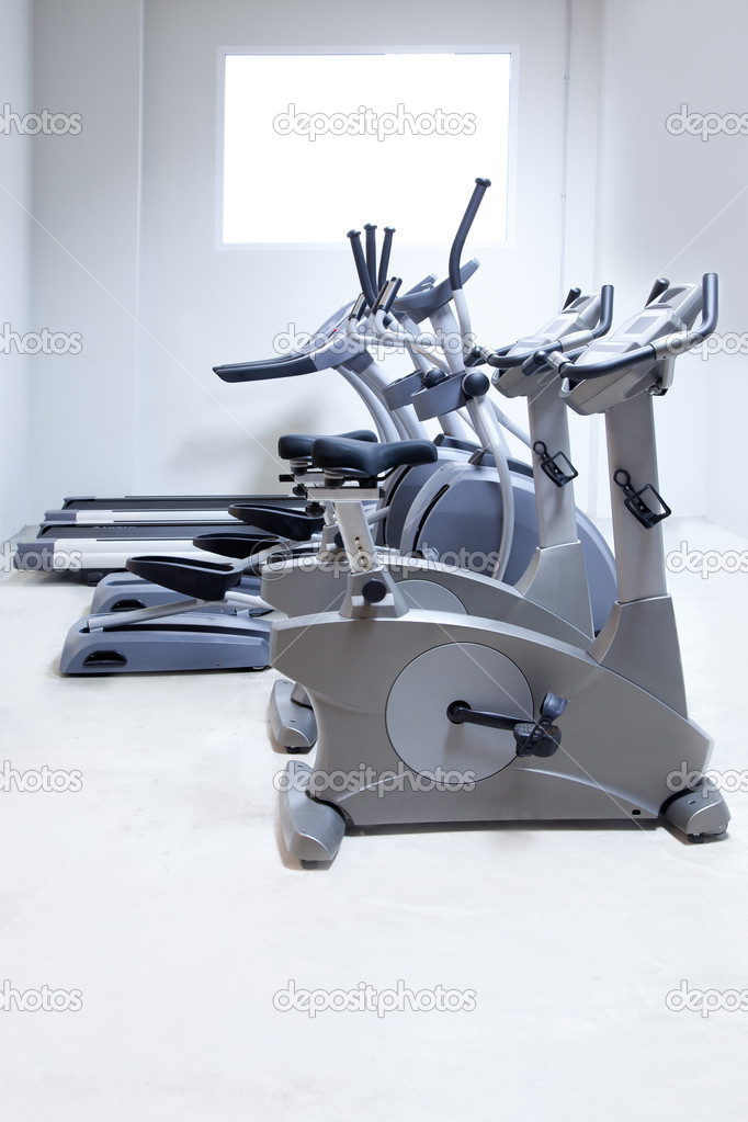 Elliptical cross trainer, stationary bicycle and treadmill in gym — Photo #8510434