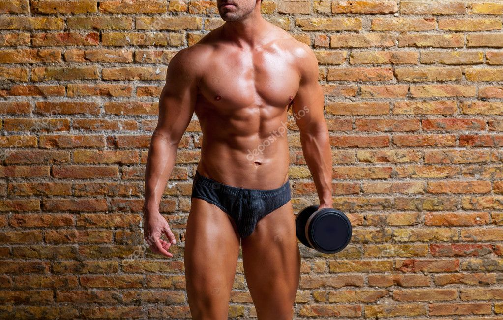 Muscle shaped underwear man with weight on gym brickwall — Lizenzfreies Foto #8511711