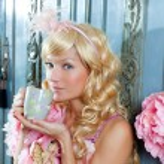 Blond fashion princess woman drinking tea or coffee — Stock Photo #8700761