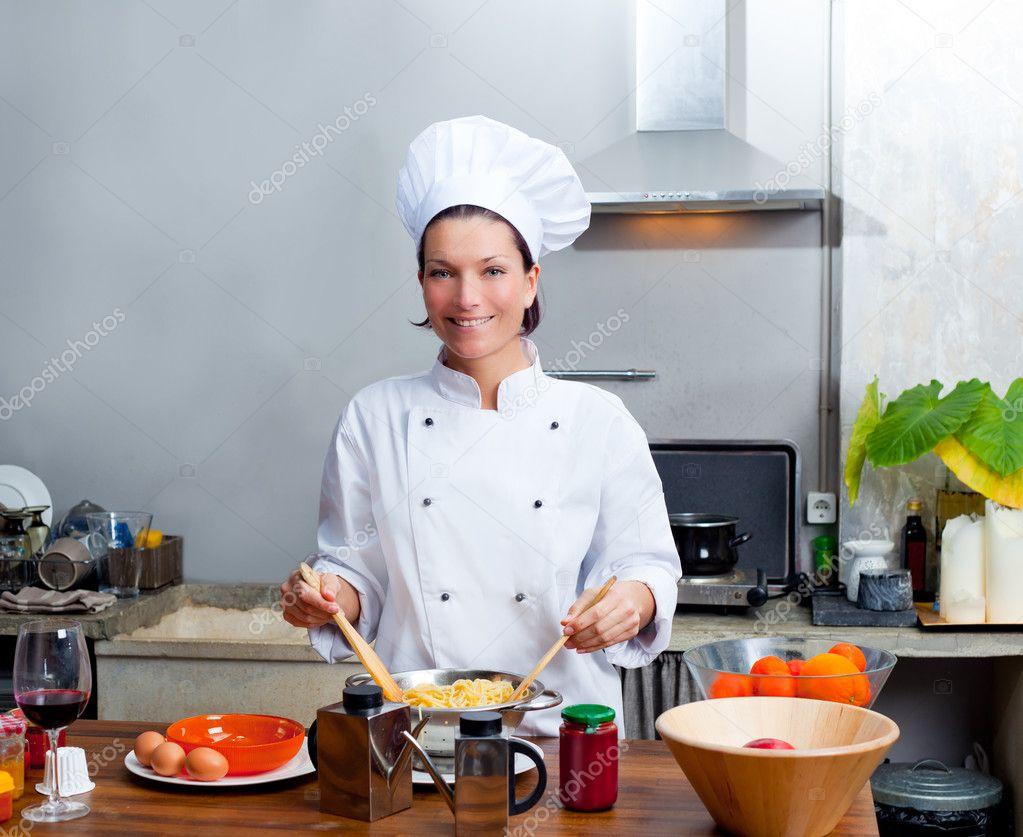 Retrato de mujer chef en la cocina foto de stock - Cocinas chef ...