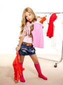Mode slachtoffer jongen meisje op backstage garderobe — Stockfoto