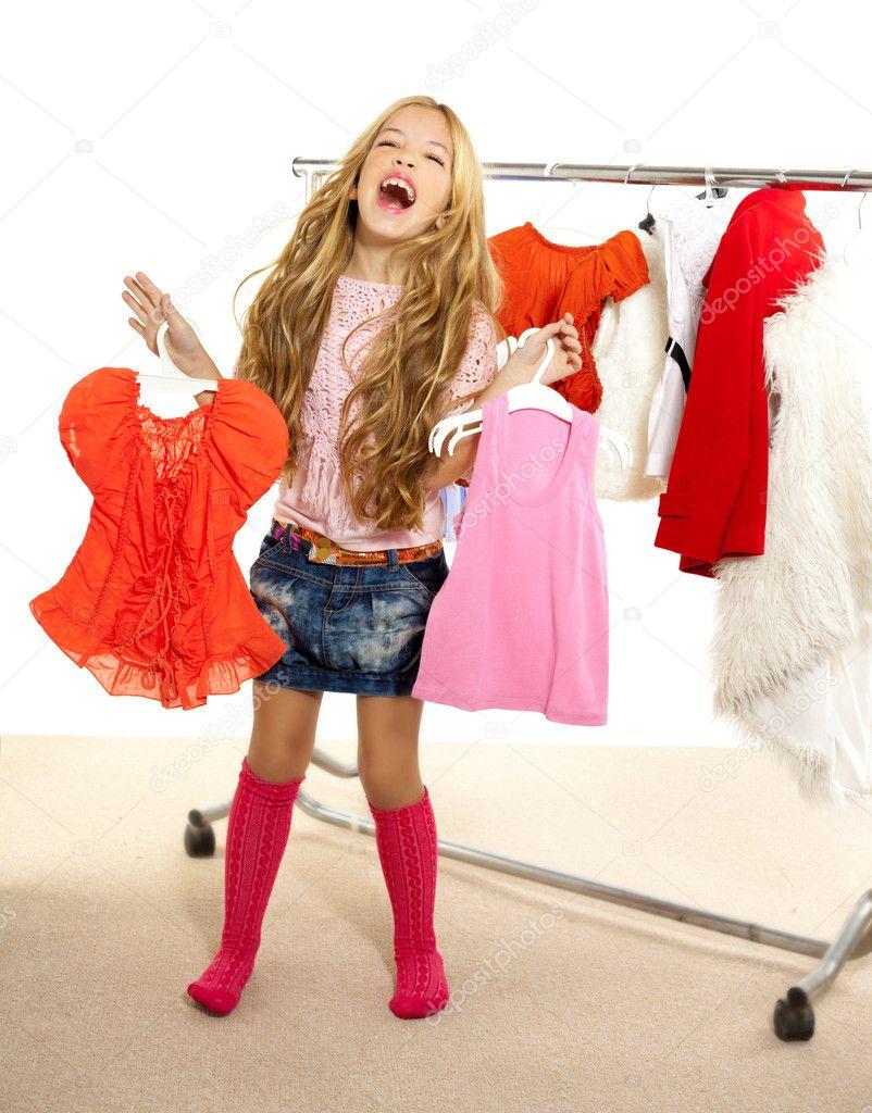 Mode opfer junge m dchen bei der backstage garderobe for Garderobe junge