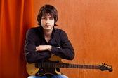 Brittisk indie pop/rock ser unga musiker gitarrist — Stockfoto