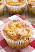 Freshly baked spinach and cheese muffins — Stock fotografie