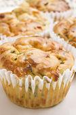 Taze pişmiş ıspanak ve peynirli kek hazır servis gerekir — Stok fotoğraf