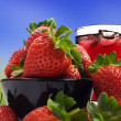 Fresh healthy strawberries and juice for a healthy diet - Stock fotografie