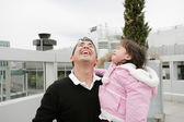 Father and daughter happy looking up outdoors — Stock Photo