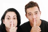 Amis ou couple montrant silence signe. isolé sur blanc — Photo