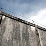 ������, ������: The prison walls