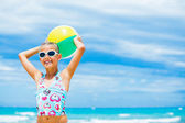 Girl with ball on the beach — Stockfoto