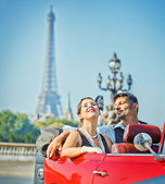 Happy smiling couple in a car. Romance in Paris. — Stock Photo