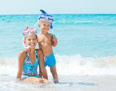Buzos felices en la playa — Foto de Stock