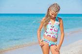 Adorable chica en la playa — Foto de Stock