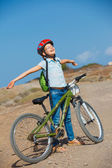 Teenager girl over a bicycle and looking the view — Stock Photo