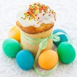 Easter cake and colorful eggs — Stock Photo